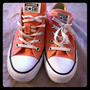 Women's size 5 Converse All-Star Low